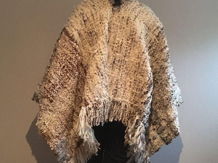 Poncho 100%lana en telar mapuche y María de Tilonka Lanas. CLP 160.000
