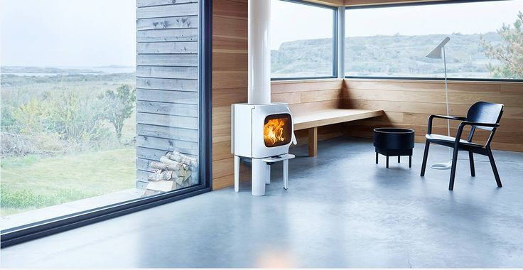 The Jøtul F 105-series has a confident and friendly character. In spite of its size the Jøtul F 105 is a wood stove that stands out from the rest. For more information see our website: http://jotul.com/uk/products/wood-stoves/jotul-f-105-series/jotul-f-105-ll