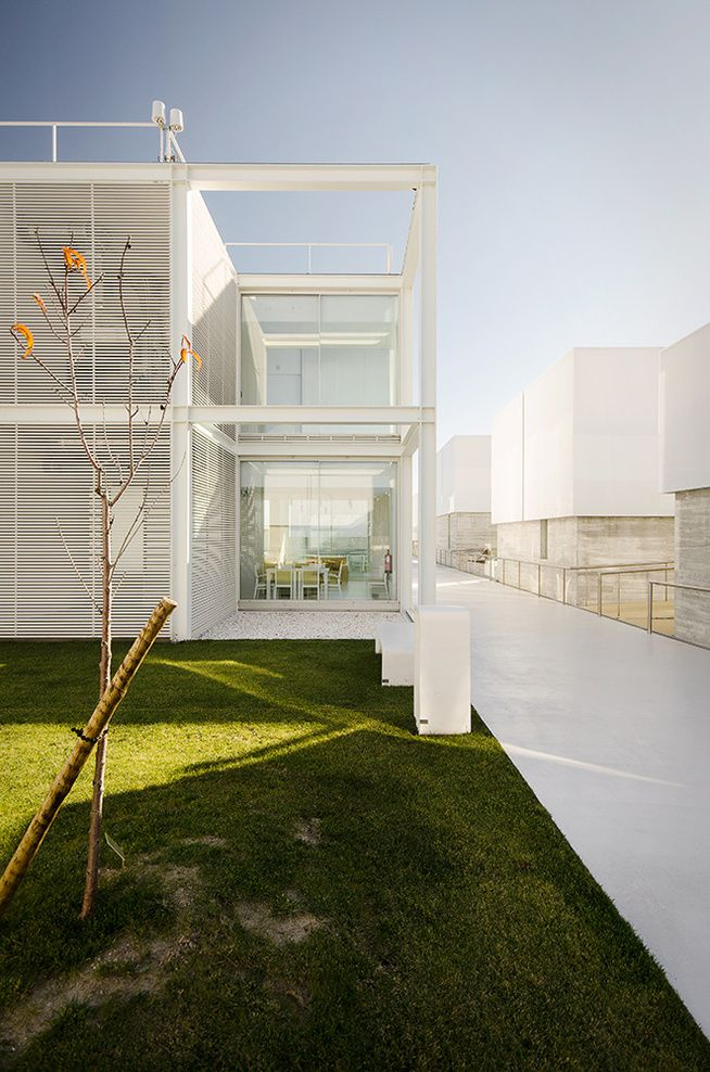 Guedes_cruz_architects_alcabideche_elderly_persons_residence_9_full