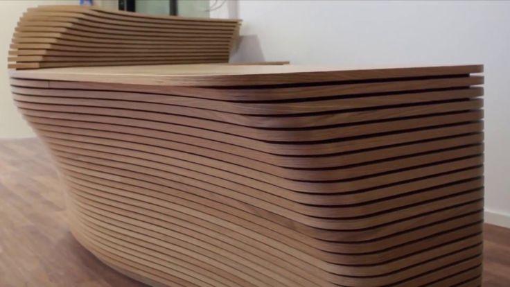3D-Empfangstheke-Eiche - Ladenbau, Büroeinrichtung, Theke. Bei diesem Projekt haben wir mehrere Bereiche des Salesforce-Office München ausgebaut. Hierzu zählen: Küchen, Büros, WCs, Kaffeküchen, Tische, Wandgestaltung und drei dieser wunderschönen 3D-Eichentheken die aus hunderten Einzelteilen besteht. Diese Theke haben wir in unserer hauseigenen Schreiner / Tischlerei CNC gefertigt.