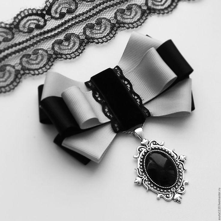 Купить или заказать Брошь - галстук ' Стиль в деталях ' в интернет-магазине на Ярмарке Мастеров. Небольшая стильная черная брошь-галстук украшена стразами черного цвета Сваровски. Очень элегантный аксессуар на каждый день и даже на…