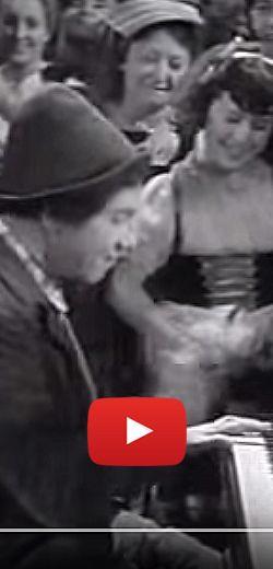 Chico Marx fait rire les enfants avec quelques notes