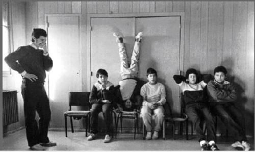 Fotoperiodistas:+Adriana+Lestido+(III)+:+Adriana+Lestido+nació+en+Buenos+Aires+en+1955.+Entre+1980+y+1995+trabajó+profesionalmente+en+fotoperiodismo++para++diversos+medios+del+país+y+del+extranjero.+Desde+1994+coordina+talleres+de+ensayo+fotográfico+y+se+dedica+a+sus+proyectos+personales.+Es+representada+por+la+agencia+Vu+(+Francia).    En+junio+de+2002+ha+sido+invitada+a+Sudáfrica+por+Pulse+(Durban),+junto+a+8+artistas+plásticos+de+diferentes+paí