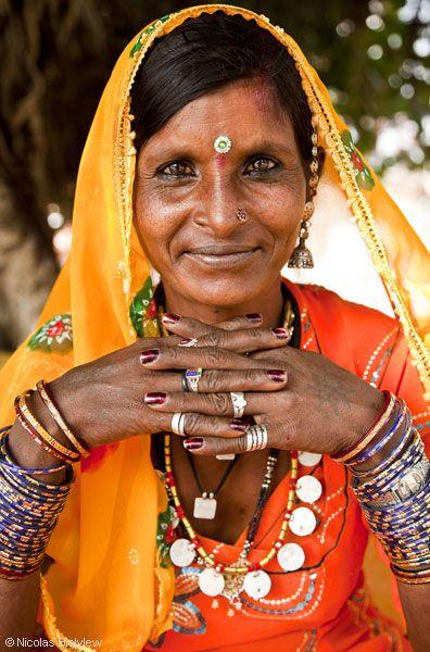 17 meilleures id es propos de beaut indienne sur pinterest mode indienne tenues indiennes. Black Bedroom Furniture Sets. Home Design Ideas