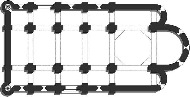 Un tipo de planta de la arquitectura romana: El interior de la arquitectura religiosa romana se caracteriza por arcos, bóvedas o cúpulas, un ábside con un techo arqueado, abovedado o semicircular, tres naves, un altar mayor y una reliquia