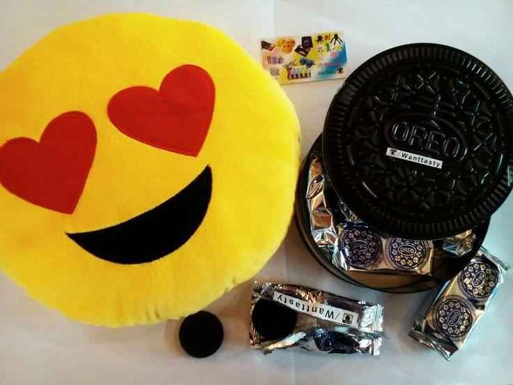 Подушка смайл 529р Печенье oreo в жестяной банке 1290р #wanttasty #эмоджи #подушка #смайл #говняшка #подарок #какашка #орео #печенье #необычно #магазинкрутыхштук