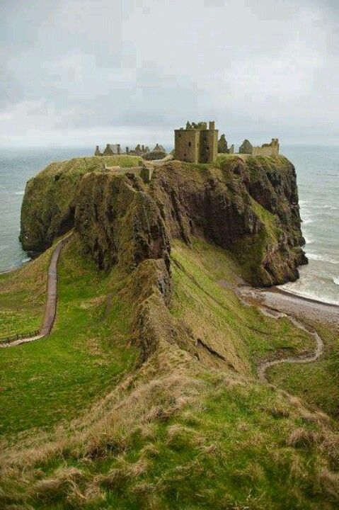 The surreal Dunnotar Castle ruins - Stonehaven, Scotland (Castle Trail)