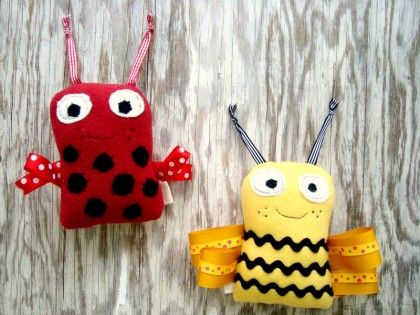 DIY: Free Pattern and Printable instructions for these adorable Ribbon Bugs. Several styles and the possibilities are endless. Love these!! Good for after school sewing club.