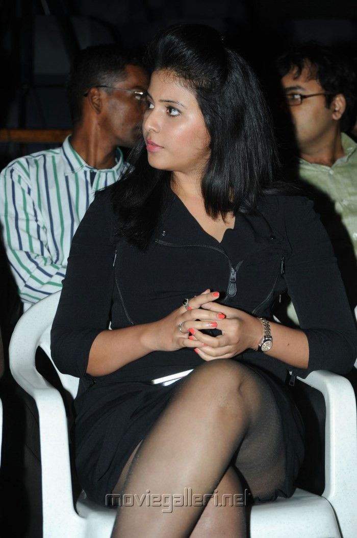 actress_anjali_new_hot_pictures_black_dress_pranam_kosam_audio_release_0143982.jpg (700×1052)