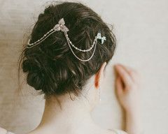 A delicately detailed wedding headpiece, drapes of fine silver chain alternate with a pearl and Swarovski crystal row for an ethereally light and feminine look.