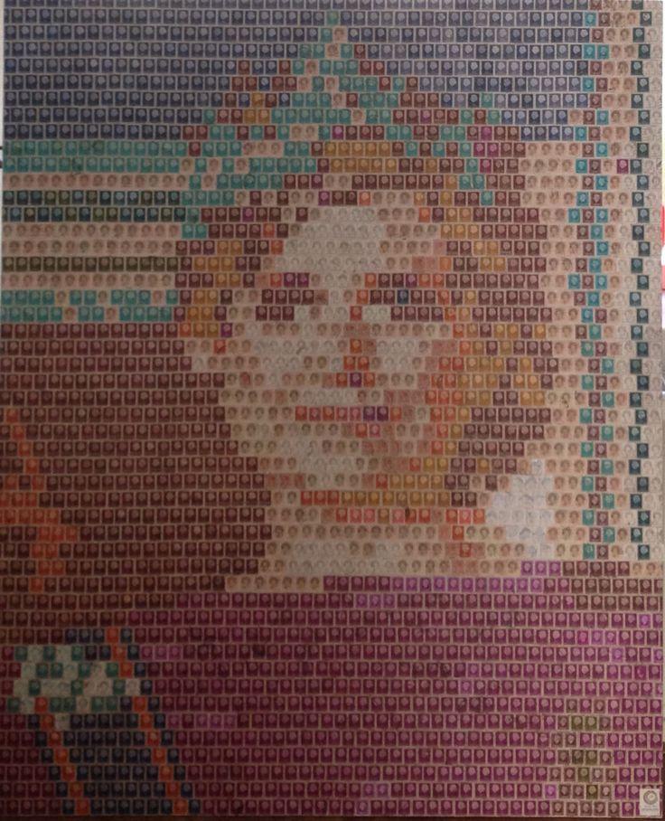 Portret van Maxima gemaakt met bijna 2.400 Nederlandse postzegels.