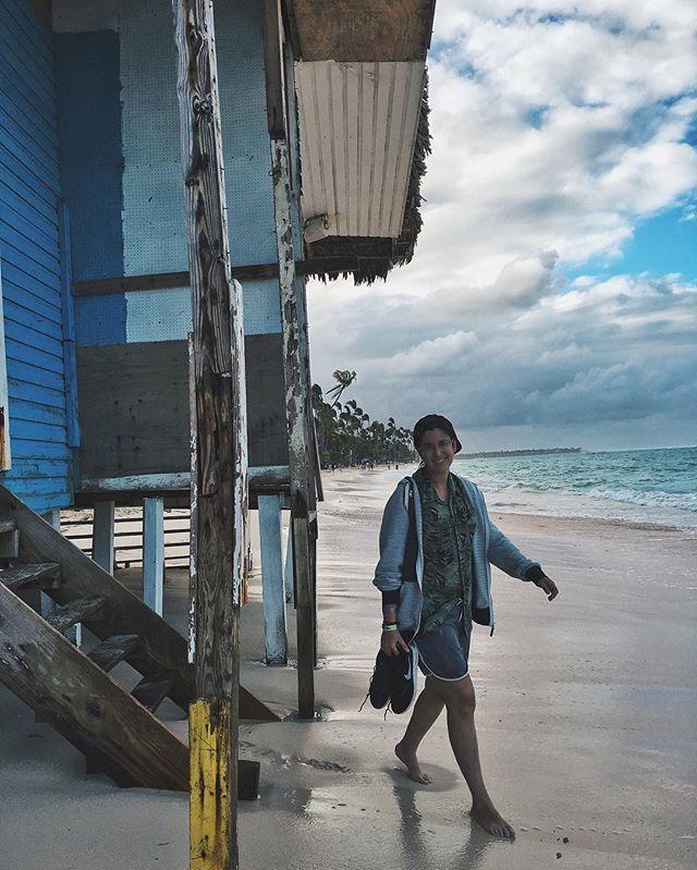 el día en el que caminamos 45 minutos por la playa para encontrar unas casas aunque no estamos seguros ni de si fueron 45 minutos ni de si eran esas casas