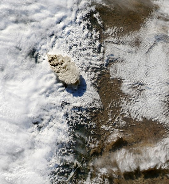 Best Breathtaking Volcanic Eruptions From Space Images On - 14 amazing volcanic eruptions pictured space