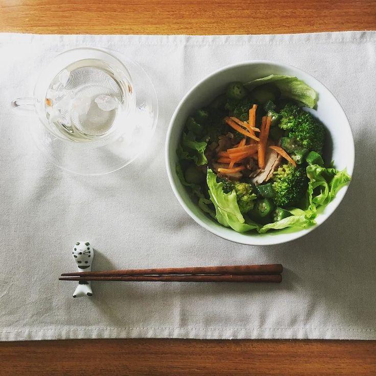 今日の簡単らくちんおひるごはんチキンサラダ丼と桜茶 #sgraphoto #food