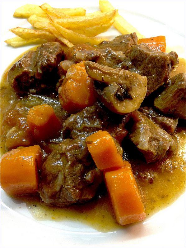Un estofado de carrilleras tierno, tierno y jugoso. Las especias juegan un papel importante y el ron que le aporta un sabor semidulce qu...