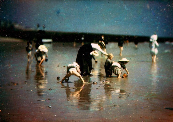 Otto Pfenninger designed one of the earliest color cameras, and brought it with him to the beaches and parks of Brighton.
