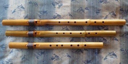 新虚空の笛(7孔 音域拡張タイプ)  ~真竹製インディアンフルート~  ☆ 詳細は   HP[木のクラフトと笛 七曜工房」をご覧ください。 ↓ http://www.nanayoukoubou.jp/インディアンフルート/