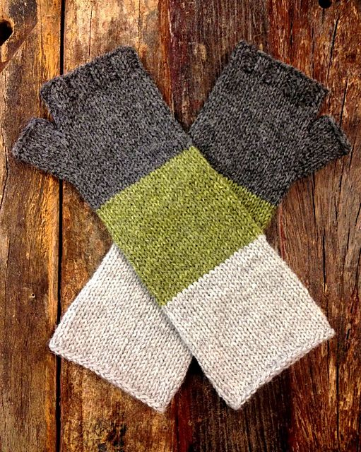 Lenticular Mitts, free pattern by Kristen Ashbaugh-Helmreich.  I'm seeing a lot of these.  Not sure they would be enough for our winters.