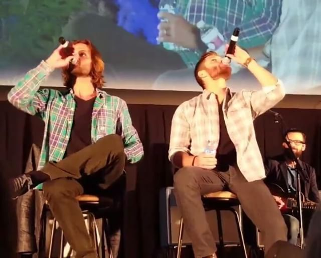 J2 confusing their mics and waterbottles @ the Jared and Jensen afternoon panel,  Pittsburgh Supernatural Convention  #SPNPitt #PittCon