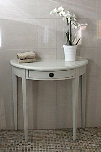 Puolipyöreä pöytä on kaunis katseen kiinnittäjä. Paljon kokoja! juvi.fi