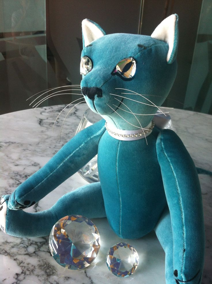 "Tiffany III is the name of this Teddy Cat, that belongs to the ""TIffany & Co"" collection by GSBears."