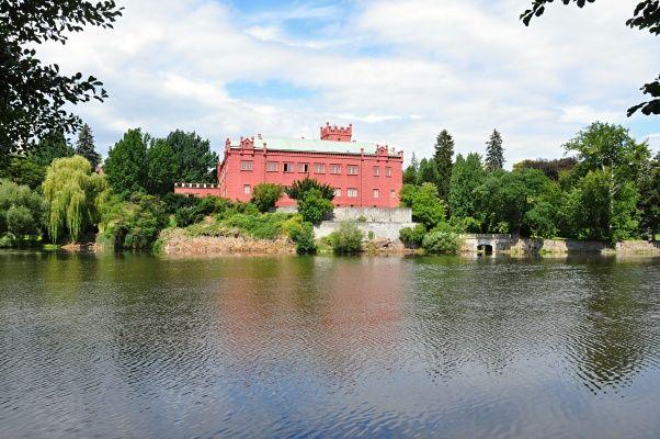 Výhled z břehu Ohře na zámek v Kostelci nad Ohří http://www.styl-zivota.cz/na-cestach/tuzemsko-na-cestach/vylet-klasterec-nad-ohri