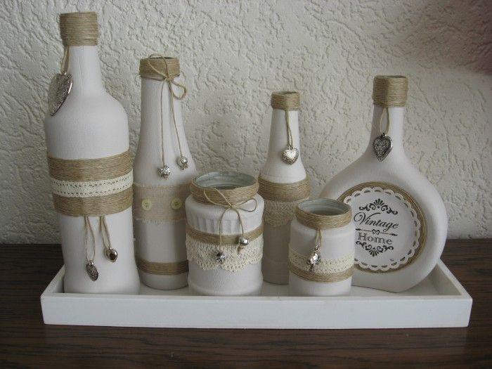 Flessen geverfd met verf van de action en dan gepimpt met sisaltouw kantjes band