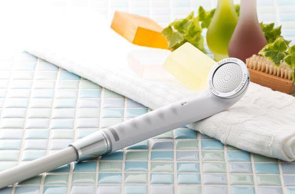 シャワーヘッドを変えちゃおう! 節水も美容も叶えてくれるよ♪ 毎日使うお風呂やシャワーだから水道代が気になる…そんなことありますよね。実は節水シャワーヘッドを交換するだけで驚くほど節約できるんです。交換もかんたん、毎日のシャワーが快適に♪ さらに節水だけでなく嬉しい効果もたくさん。これをきっかけにあなたも節水シャワーヘッドに変えてみませんか?
