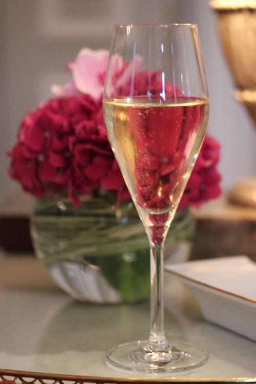 Plaza_Athenee-Paris-Suite_Eiffel-Aperitif-Sweet_until_the_end-Eiffel_Tower-champagne-2