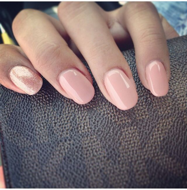 Simple round nails in soft peachy pink with a golden glitter feature accent nail #nailart Source