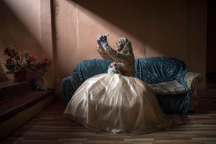 #Powerful imagery: Katty Malang Mikunug a displaced resident of Marawi #Philippines takes a photo of herself in her wedding dress in Saguiaran Philippines. A few days earlier #President Rodrigo Duterte announced that Marawi had been liberated from ISIS-affiliated militants following a five-month standoff - Photo: Jes Aznar/Getty #selfie #communication #photo source @cnn