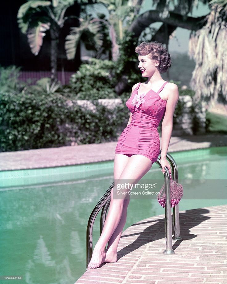 Vintage Pinup Girl Wearing Bathing Suit At The Ocean Stock: Fulllength Shot Of Janet Leigh US Actress Wearing A Pink