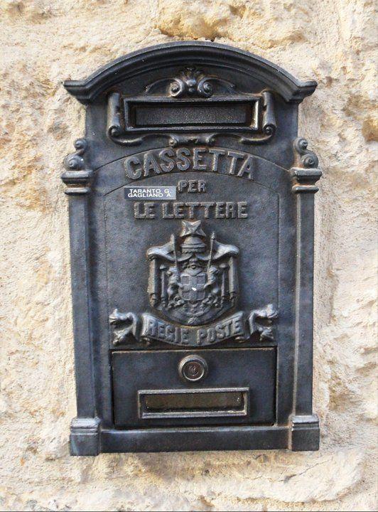 Briefkasten entdeckt in Enna