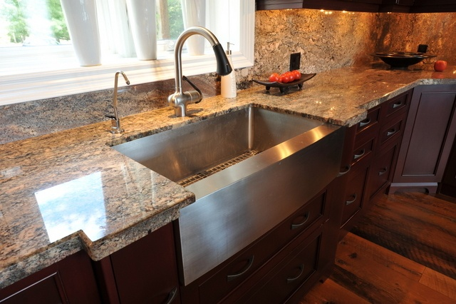 Stainless steel farmers sink. Really love this. A girl can dream.