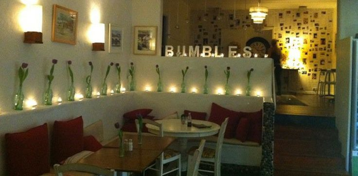 Bumbles Cafe | Fri to Wed 7am to 4pm | Thur 7am to 10pm | Budds Beach (near Surfers)