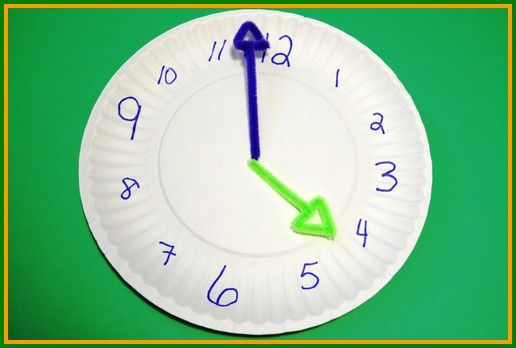 Teach the little ones how to tell time with these easy toddler crafts for kids!