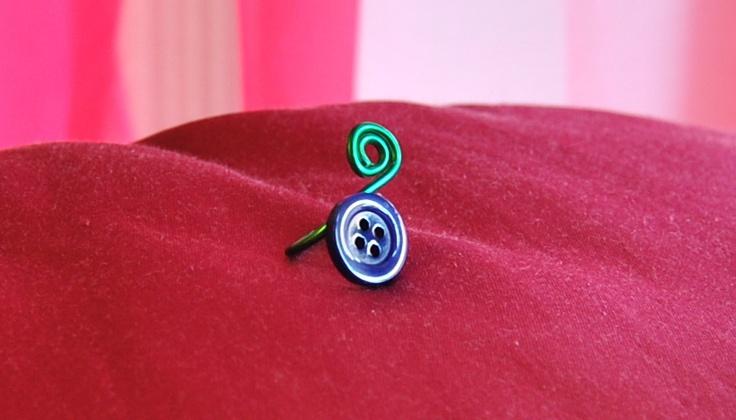 ring-anello con bottoncino blu e giro in alluminio verde €6,00