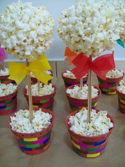 Centro de mesa com pipoca - perfeito para festa junina | Macetes de Mãe