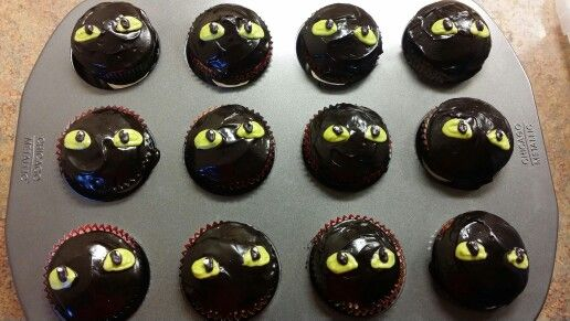 Quot How To Train Your Dragon Quot Toothless Dragon Cupcakes Red