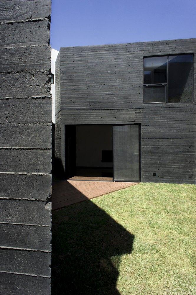 Board formed concrete. HDJ75 / T38 studio