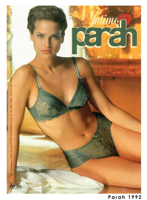 Under those flared jeans and sweatshirts tied at the waist, the Parah woman of the 1990s was sure to be invariably seductive!