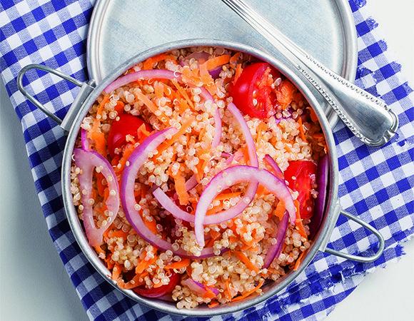 Marmita saborosa: aprenda a preparar quinoa com legumes Receitas Light