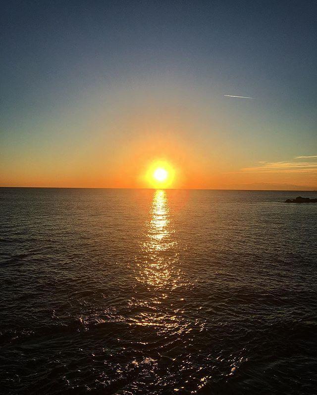 Reposting @michv95: Autumn sunset. #AlquilerdeCabañas #AlquilerDeFincasEnElEjeCafetero #AlquilerDeFincas #AlquilerDeFincasEnAntioquia #FincaEnMelgar #FincasEnArriendo #FincasParaAlquilar #FincasDeTurismo #PaquetesTuristicos #CasasCampestres Tel: 3228328-3213024788