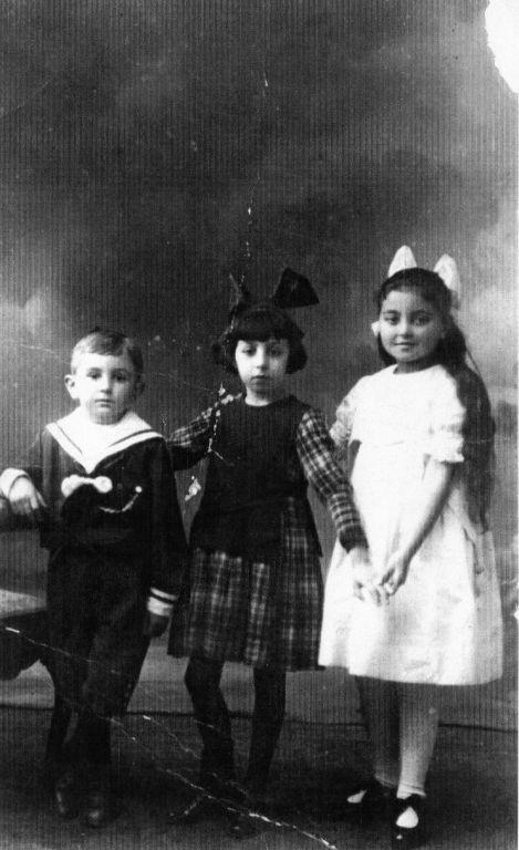 Rafael, Malvina y Clara (1918)