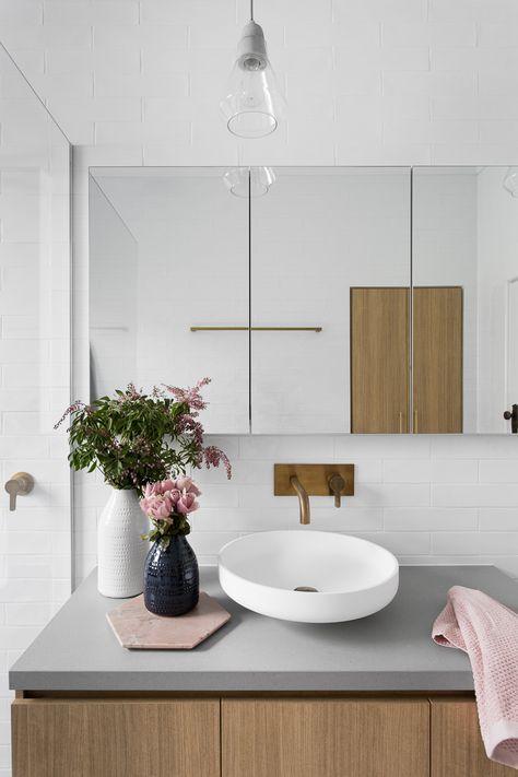 Zauberhafter Waschplatz #Badezimmer #Waschtisch #Aufsatzwaschbecken #Wandauslauf #Badideen #Unterschrank #Einrichten #Zuhause