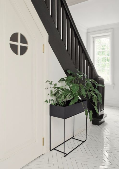 Our plant boxes can be used for decoration all over the house, as temporary storage in the hallway or as a divider to create cosy corners in larger rooms. They're suitable for flowers, plants, books, toys and magazine – o...