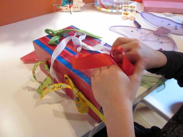 Comment apprendre à faire des noeuds, la boite à rubans