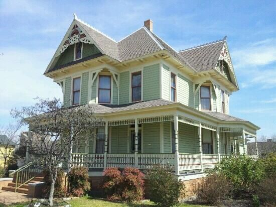 17 best images about house museums on pinterest queen for One story queen anne