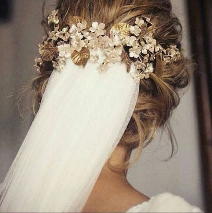 From red leaf confetti to wedding gowns with sleeves: the best autumn wedding ideas from Instagram | Stylist Magazine