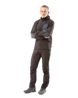 """Deze trainingsbroek is absoluut functioneel, elastisch, ergonomisch en comfortabel. Pfafflar Hybrid combineert spelenderwijs topsport en """"couch-potating""""! De Hybrid-broek heeft ritssluitingen aan de zijkant tot boven de knie om de broek makkelijk aan en uit te trekken, ook met schoenen aan. Samen met het Hybrid-jack met kap is deze broek ideaal voor verenigingen die graag naar buiten komen als een team maar die ook de voorkeur geven aan praktische, functionele kleding."""